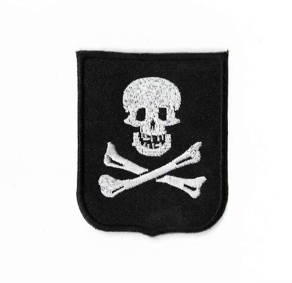 PIRATE SKULL CROSS BONES EMBRODIERED PATCH P458 jacket iron on sewon patches new