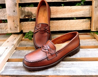 Vintage womens G H  Bass loafers 6 N /  Weejuns penny loafers / brown leather loafers