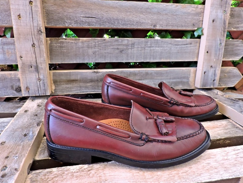 7b663513162 Vintage Weejuns Bass loafers 9 M   Womens leather penny