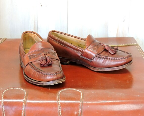 60ece759641 Vintage penny loafers Mens 7E Womens 9.5   brown leather