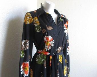 627aa97bbf6e2e vintage 1970s Montgomery Ward retro floral print shirt dress/ 70s retro shirt  dress - medium