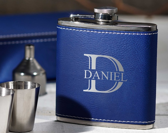 Personalized Flask, Personalized Flask Set with Shot Glasses , wooden gift box with flask, Groomsman Gifts, Best man Gifts. weddings gifts