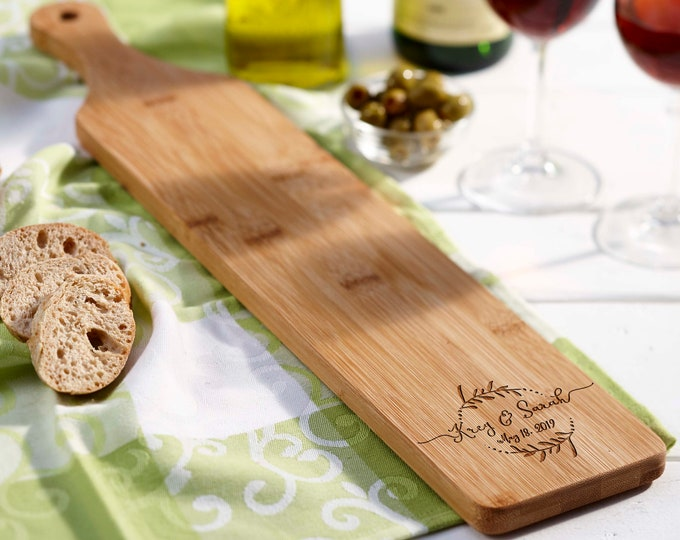 Personalized bread Board, customized cheese board, Acacia paddle board, wedding gift, housewarming gifts, wedding gifts, Christmas gifts