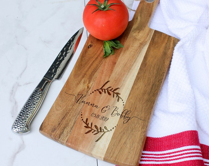 Personalized bread Board, customized cheese board, Acacia paddle board, wedding gift, housewarming gifts, wedding gifts, Christmas gifts