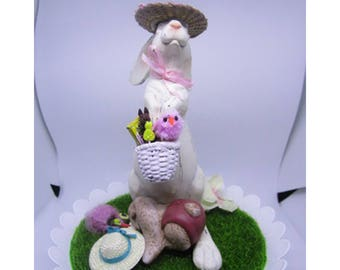 Bunny In Easter Bonnet - Centerpiece