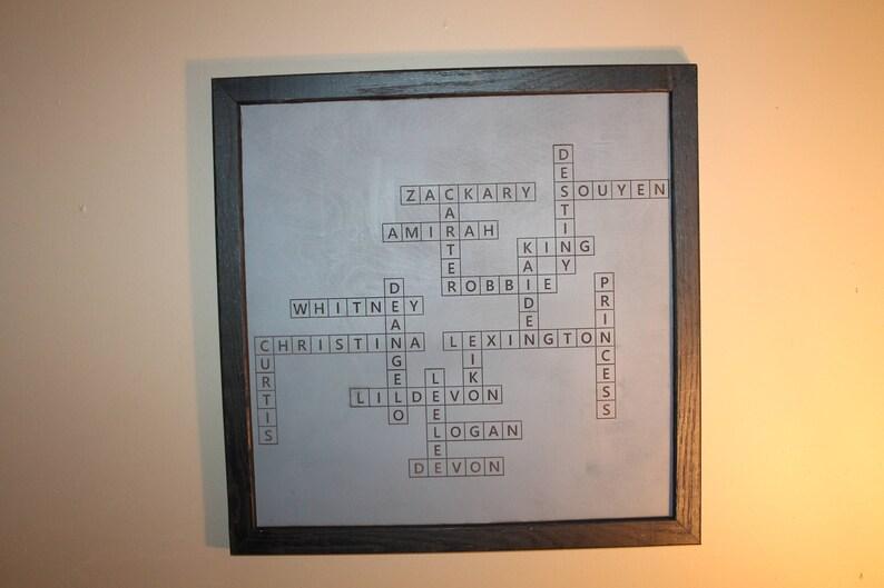 Parete Di Legno Cruciverba : Scrabble cognomi segno segno di cruciverba incorniciato etsy
