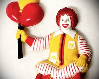 vintage Ronald McDonald magnet 1997 seated Ronald with balloons