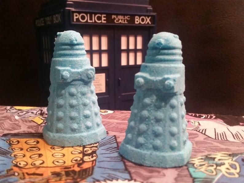 Big Blue Box Pomegranate Bath Bomb  Dalek image 0
