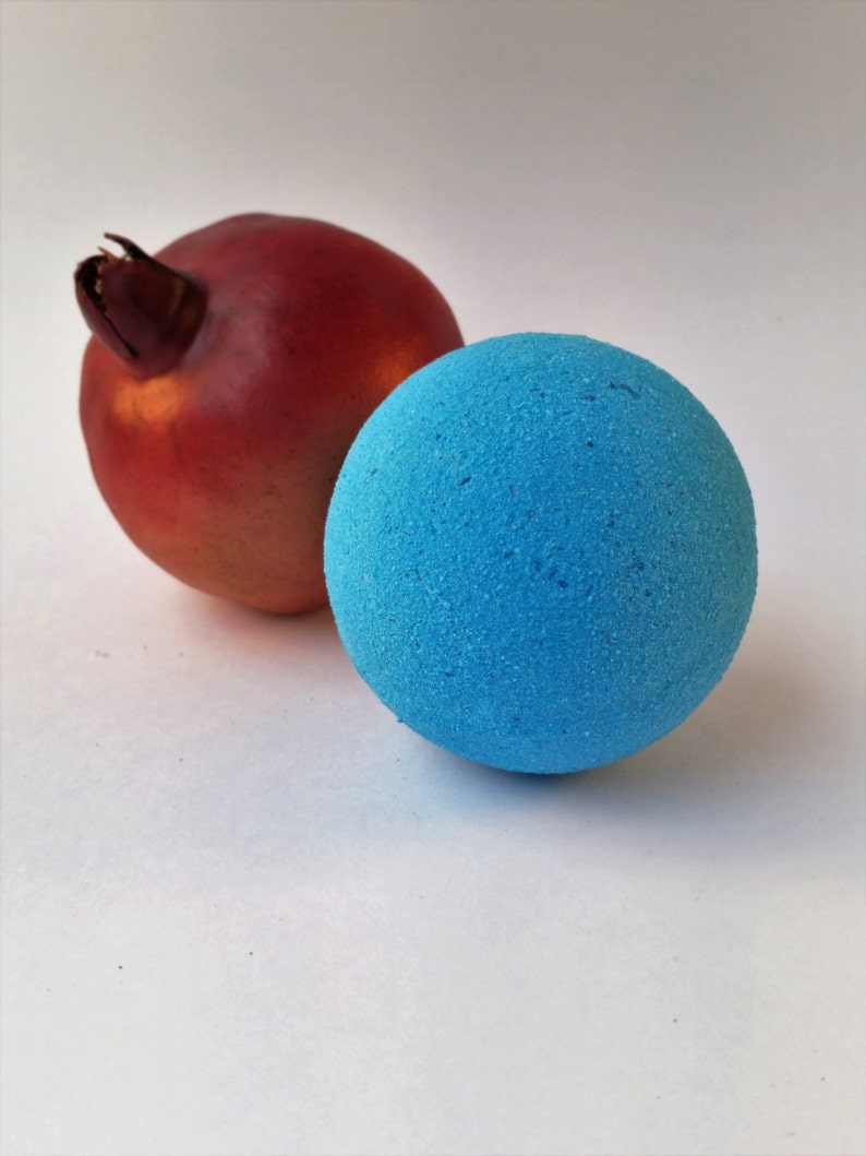 Big Blue Box Pomegranate Bath Bomb image 0