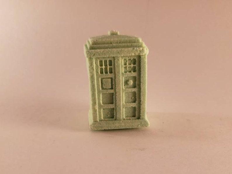 Christmas Special Apple and Spice Bath Bomb  TARDIS image 0