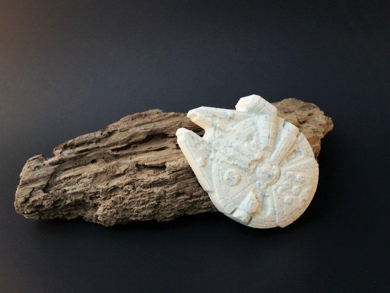 Millennium Falcon Sandalwood Vanilla Bath Bomb image 0