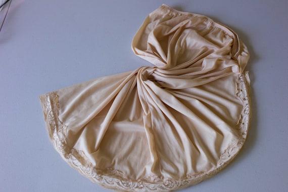 405 Vintage 1980s Nylon and Lace Half Slip Petticoat Underskirt in Caramel UK 18-20 US 14-16