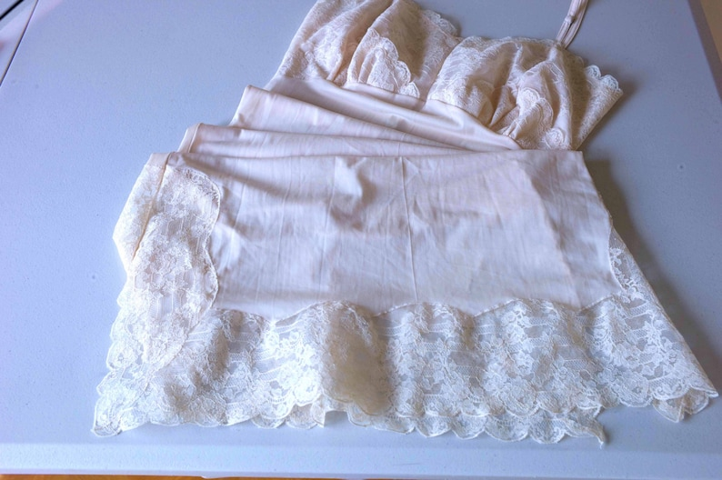 Slip Dress 446 Vintage 1950s Ivory Nylon and Lace Full Slip Size 38 UK 10-12 Petticoat by Nan Rae