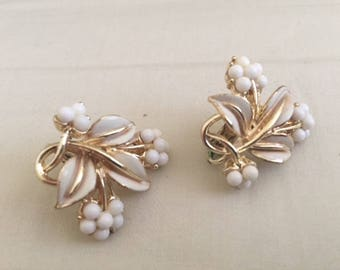 Vintage Gold White Floral Bunch Earrings