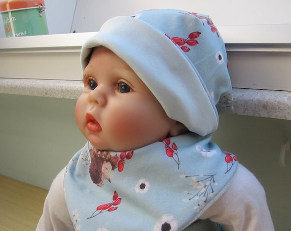 Hedgehogs and berries Motiv Reversible bib for babies and children, Bees on the Bonnet design,