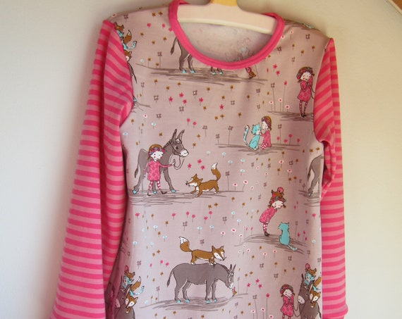 Fairytale long arm organic tunica with girl with a donkey, fox, cat and bird for Fall dress, Tunica