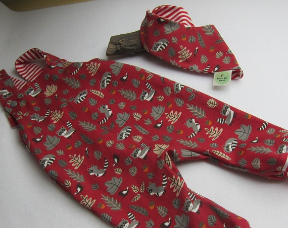 Autumn rompers with Bib , size 1-3 mo, Jumpsuit, Fall rompers with raccoons, and woodpeckers size (European 56-62) red/gray jersey,