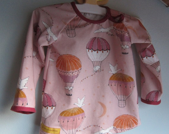 Sweet Baby Hot-air ballon ride shirt, Whimsical Up, up and away baby top, ORGANIC newborn long sleeve- infant top. Size 6 mo.