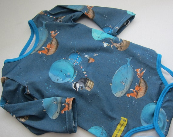 Long sleeved Baby Body Up-up-and-away foxes, mice and badgers in Hot air ballon ride, blue, organic Jersey size: 3-6 Mo.