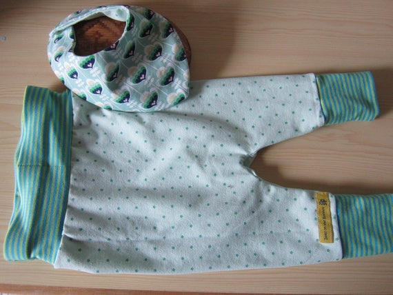 Green stars Baby Bloomers  set, ecopants with reversible bib set 6-9 mo and 9-12 mo.