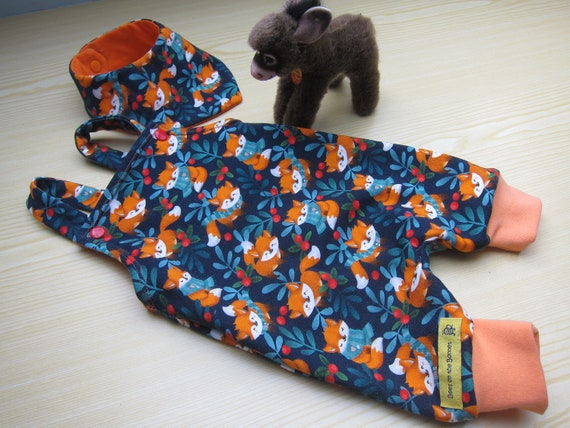 Neuborn baby rompers with bib in foxes motive Size 0-3 (48-52 European) also in different sizes