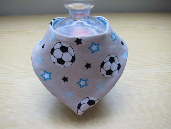 Reversible Soccer and stars Motiv bib for babies and children, Bees on the Bonnet design,