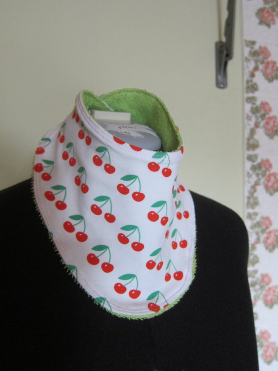 Reversible certified organic Cherry bib, babies and children, Bees on the Bonnet design,