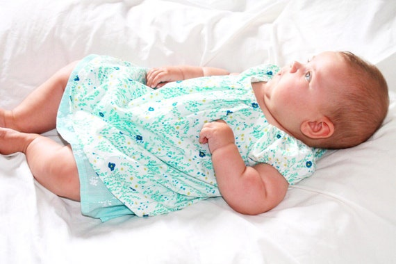 Sommer baby doll dress blue flowered field motive for Girls US size 6-9 mo, Size 68 organic jersey