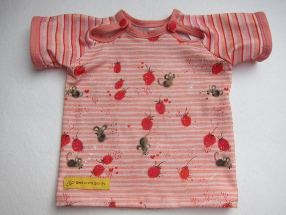 Baby t-shirt strawberry mice in pink orange eco Lillestoff Jersey 0-3 mo  size or to order, Checky Veggies collection