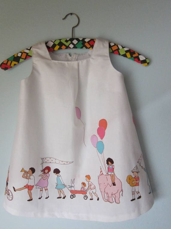 Girl's Party time dress, with children parade, animals, ballons, US size 2T