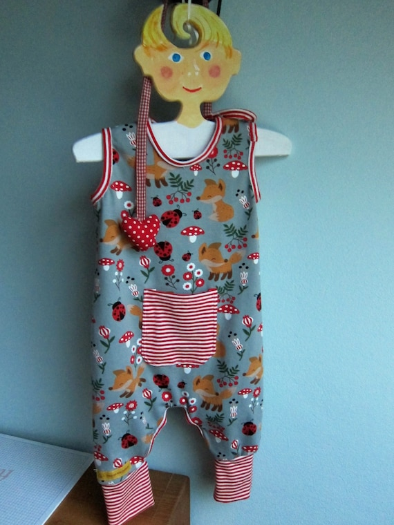 Ecological baby rompers pants in ladybugs, mushrooms and foxes  in lucky charm motive in grey and red size 6-9 mo,