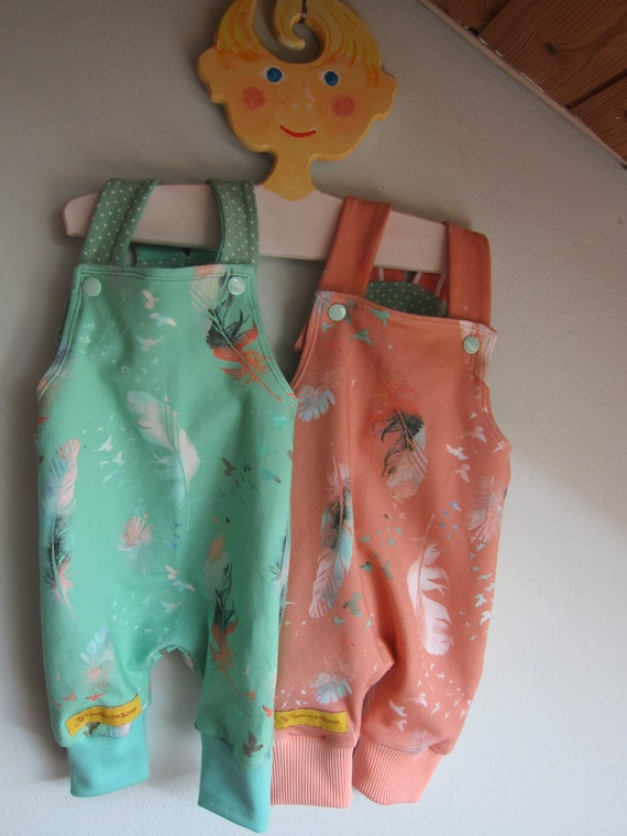 Neuborn baby rompers with feathers motive sizeSize 0-3 (48-52 European) in different sizes