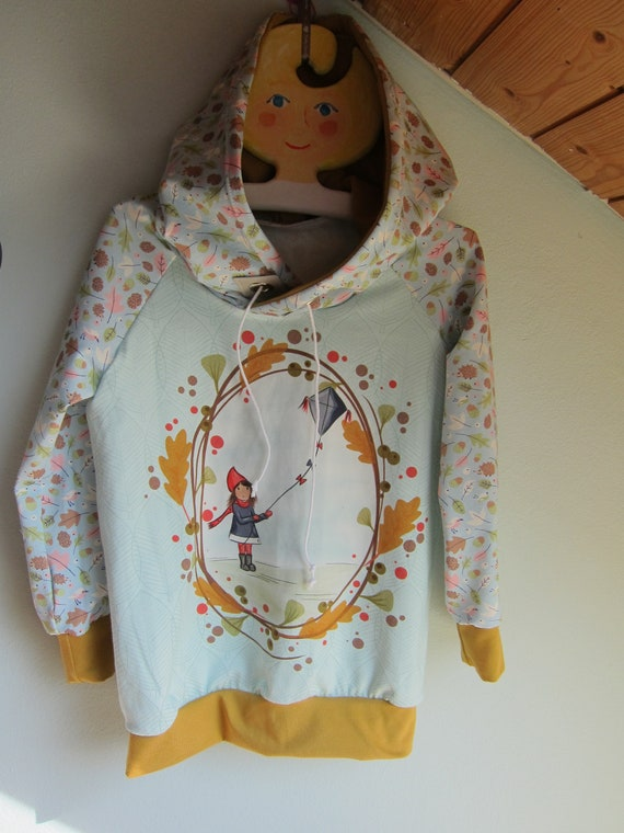 Autumn Baby Jersey Pullover with Hood, Kite flying Hoody with Bio Jersey in fall colors. 4-5 (EU 104)