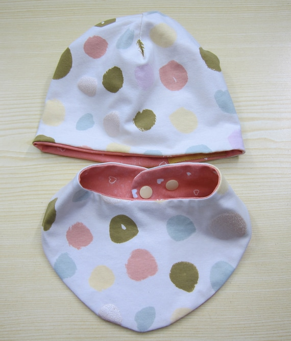Reversible bib and beanie for babies and children, polka dots in pastel, Bees on the Bonnet design,