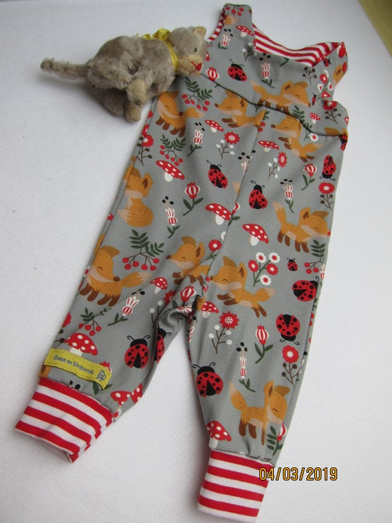 Ecological baby rompers in lucky charm motive, pants in ladybugs, mushrooms and foxes, in grey and red size 3-6 mo,