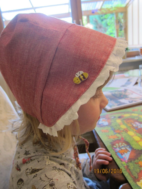 Reversible Bee on the Bonnet red sun bonnet, Made to Order.