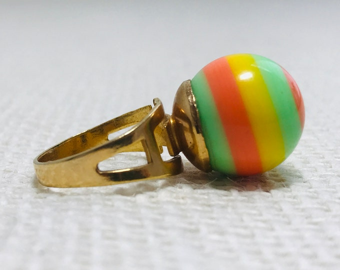 """Rare 1960s Psychedelic Mod Ring with 7/8"""" Orange Green and Yellow Round Marble Style Ball Adjustable Ring Size"""