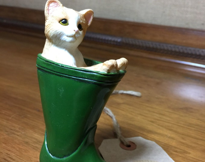Vintage China Cat Collectible | Gift for Cat Lover | Leonardo China Cat in Green Wellington Boot | Porcelain Cat Gift | Pussy Cat Ornament