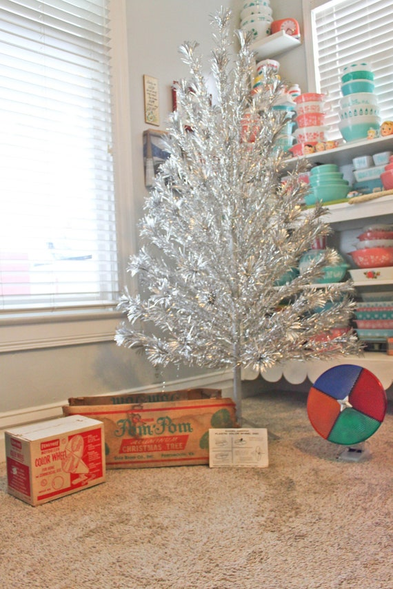 Complete Large Vintage Silver Aluminum Pom Pom Christmas Tree 88 Branch Penetray Color Wheel Original Box Combo Pompom Starburst Mid Century