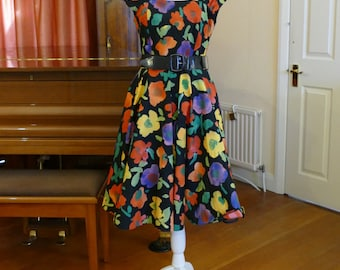 Stunning 1950s Style Floral Cotton Day Dress. Rockabilly! Vibrant! Fun!