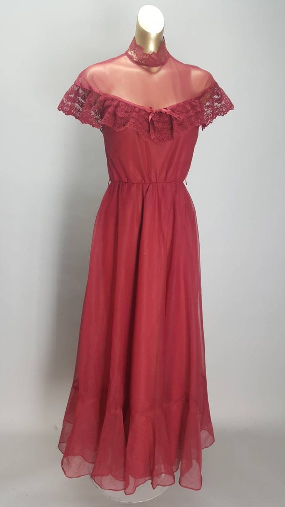 Beautiful wine coloured lace caped berry red 70s p