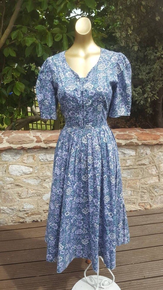 Stunning 1980s cotton blue floral Laura Ashley mid