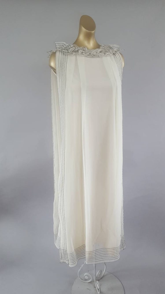 Exquisite ivory chiffon and ruffle designer Jean V