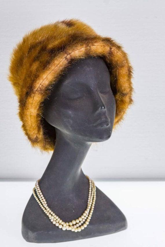 Gorgeous 1960s Audrey Hepburn style faux fur bucke