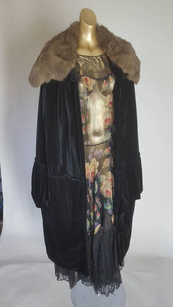 Outstanding original 1920s opera cape in black vel