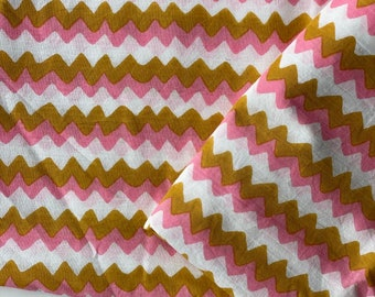 Zig Zag Print on Indian cotton, Chevron print, 2.60 Yard cut, Yellow and pink Print, sewing and quilting fabric for fashion home