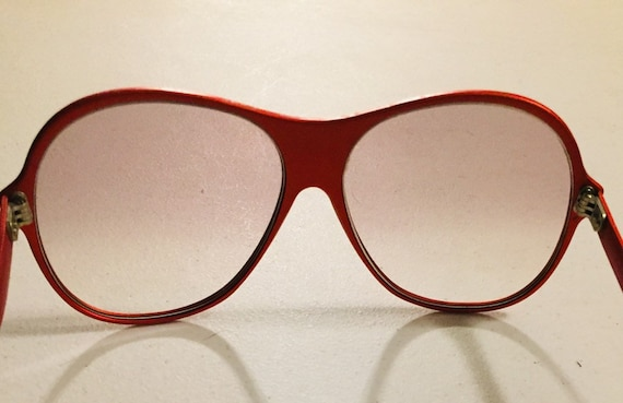 Vintage 70s Red Metal Sunglasses One Piece Front … - image 4