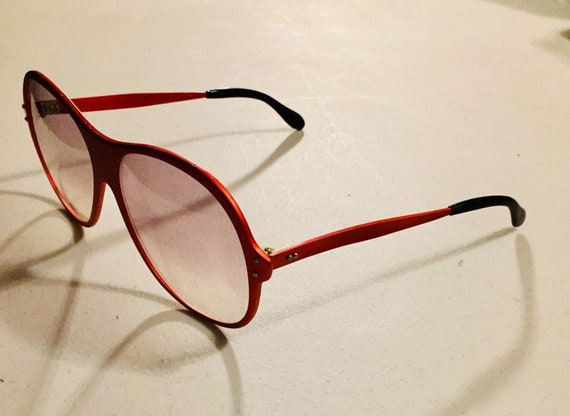Vintage 70s Red Metal Sunglasses One Piece Front … - image 5