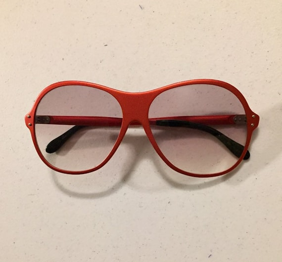 Vintage 70s Red Metal Sunglasses One Piece Front … - image 1