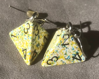 Yellow speckled D4 earrings